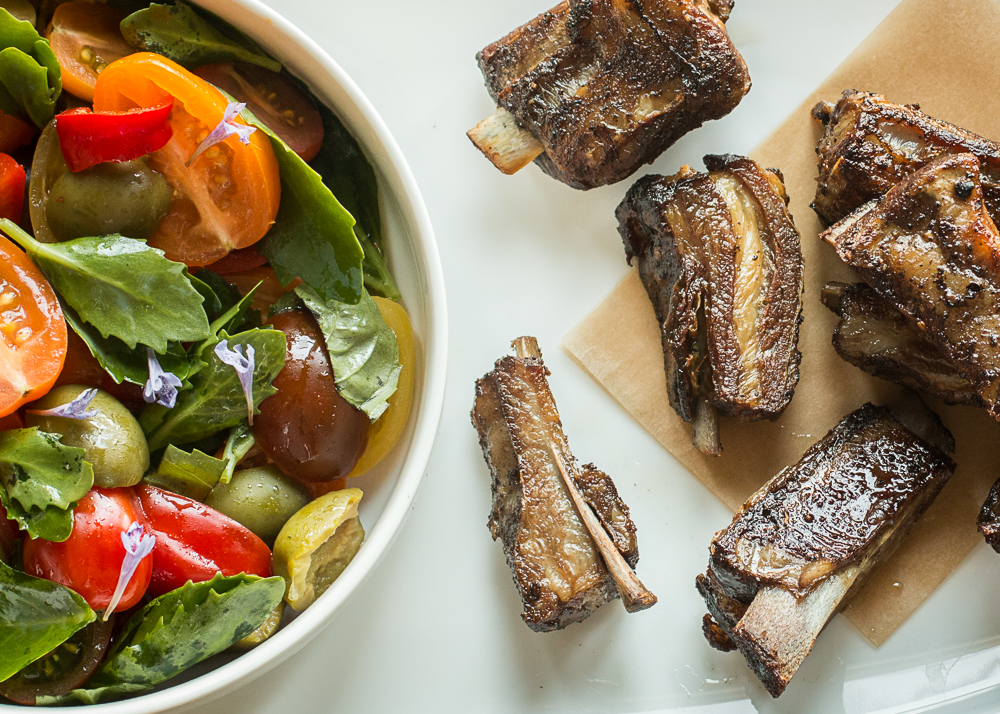 Smoked lamb riblets with a tomato salad
